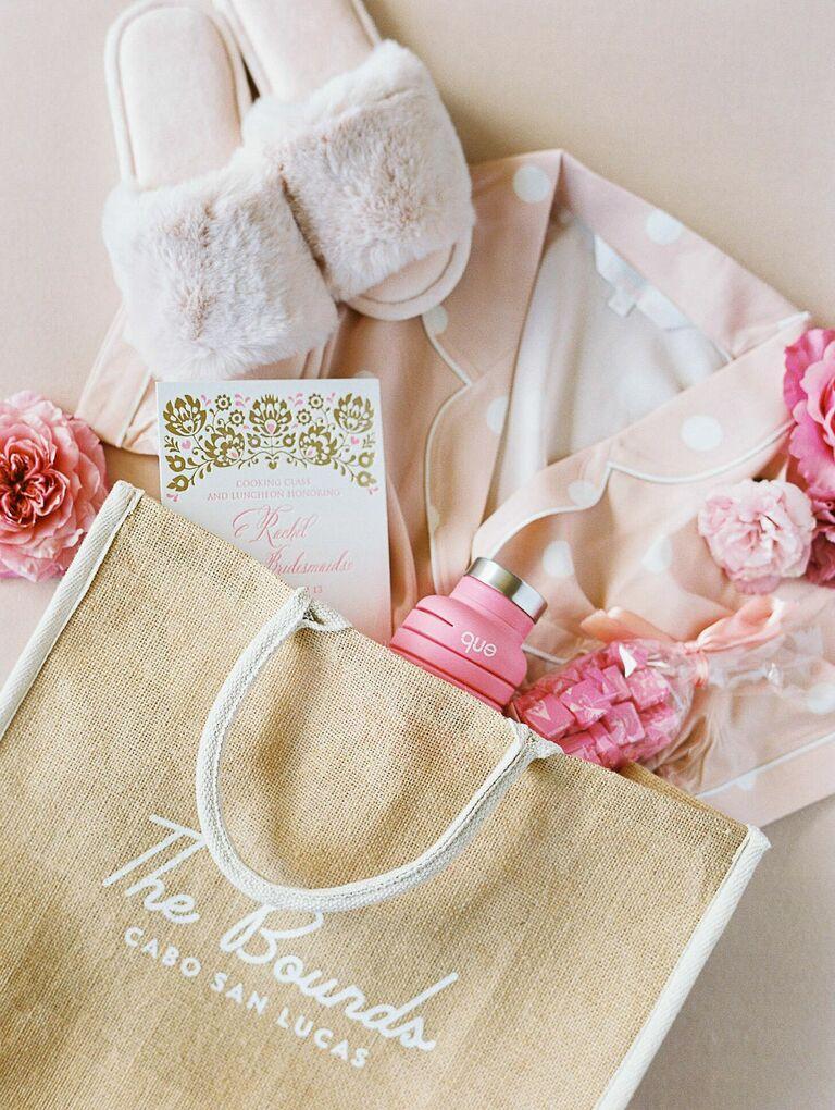 Bridesmaid gift with beach bag and pink pajamas