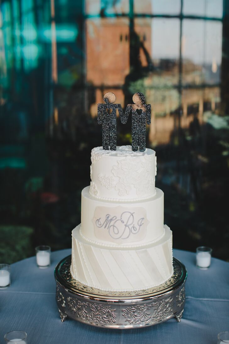 The couple left their white and gray cake design completely up to their baker, Ashley Bakery.