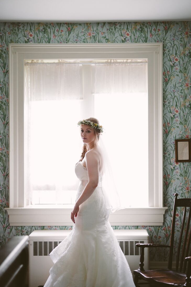 Mary wore a strapless, mermaid-style Chantilly lace dress by Marisa Bridals. The dress featured a sweetheart neckline and horsehair trim in the skirt.