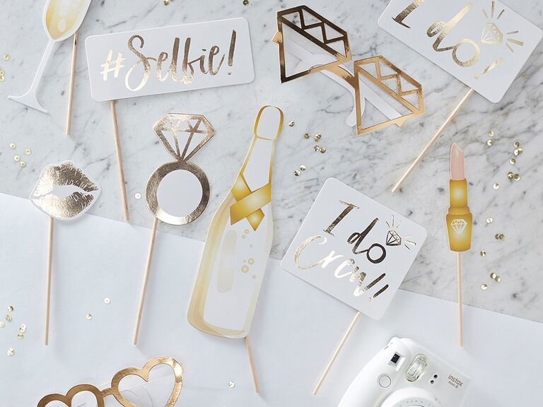 Awesome budget friendly photo props for wedding decor