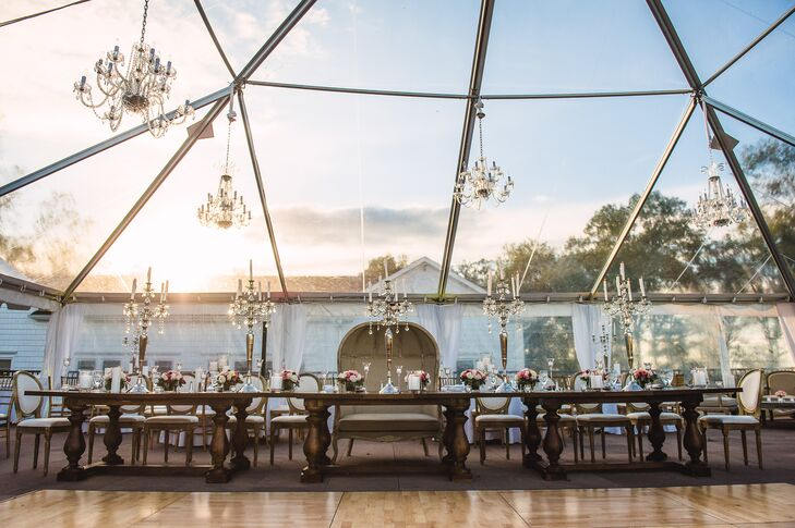 Erin and Reno brought the beautiful vistas of their venue into their reception with a stunning transparent tent. To highlight the transparency, crystal chandeliers were hung from its canopy, creating a dazzling visual effect.