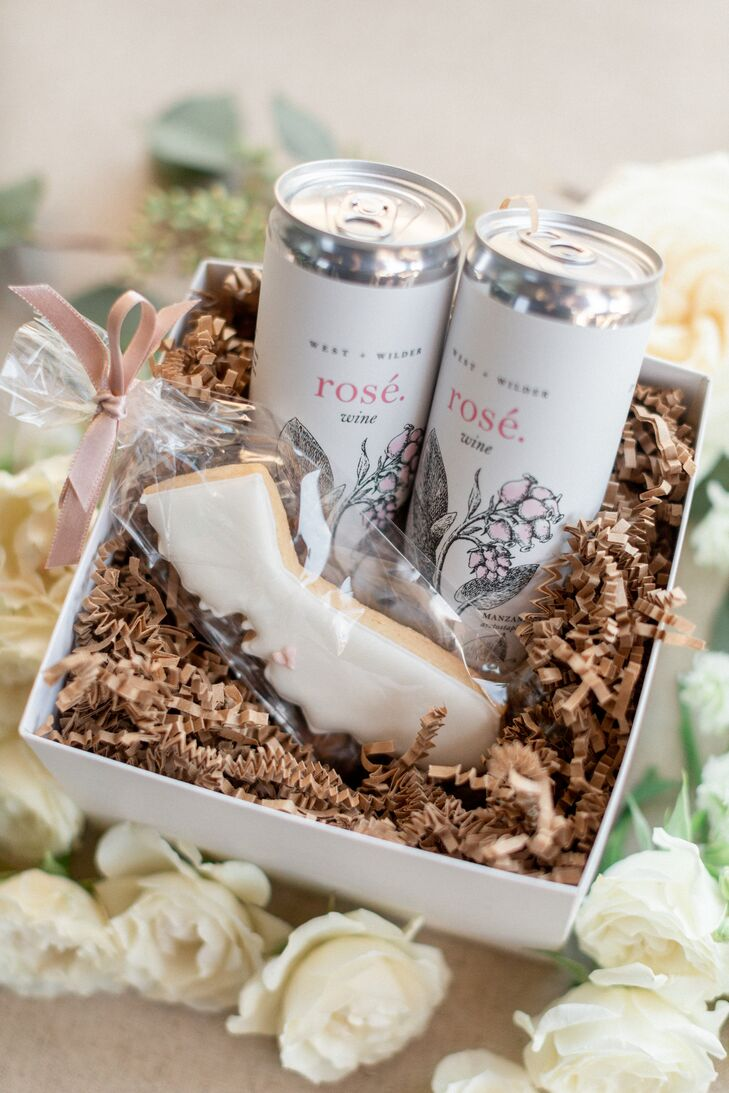 Welcome Boxes with Rosé and Cookies