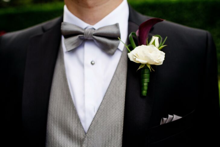 Eric had a simple white rose and purple calla lily boutonniere.
