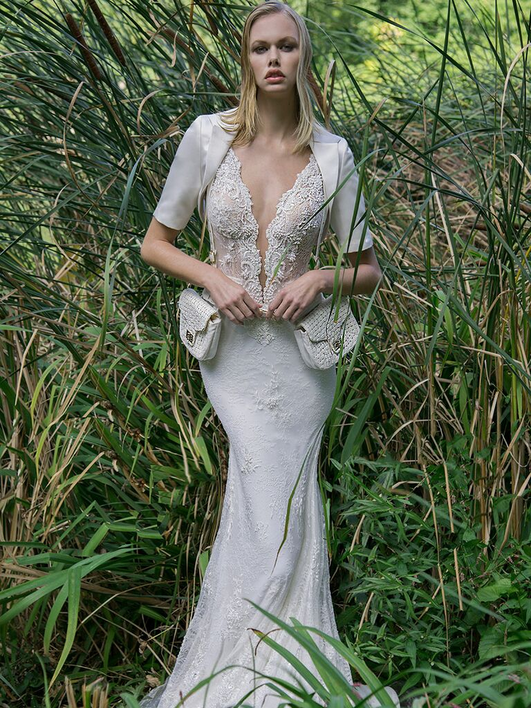 Persy Fall/Winter 2018 cropped ivory jacket and satchel details for wedding dress