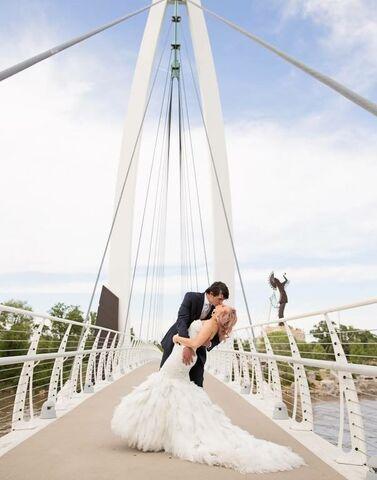 Dress gallery wichita ks for Wedding dresses wichita ks