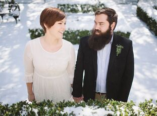 rn                    Allison Eaves (29 and an administrative assistant) and Steven Russell (30 and an audio engineer) wanted a small wedding at a coz