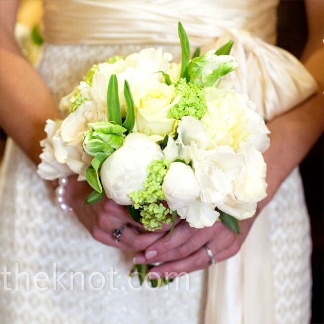 The bridesmaids carried peonies, parrot tulips, viburnum and garden roses.
