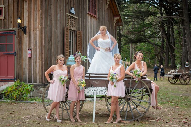 Natalie let her bridesmaids choose their own pink dresses for a casual, yet cohesive look.