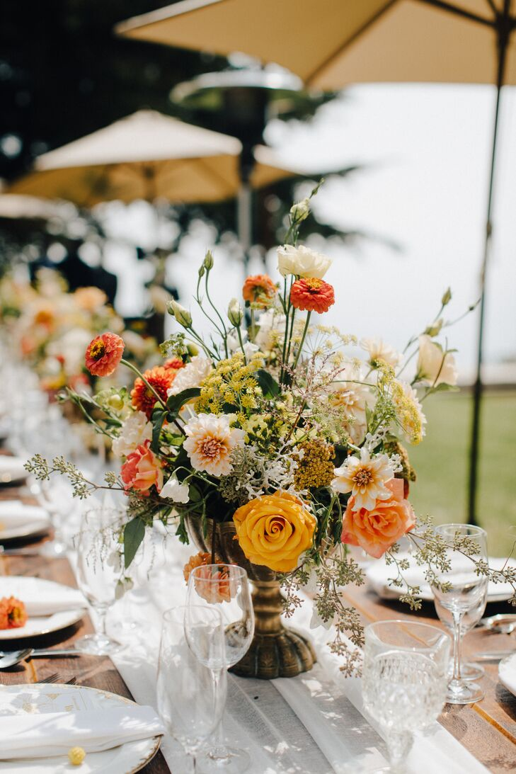 Natural Centerpieces with Roses, Dahlias and Wildflowers
