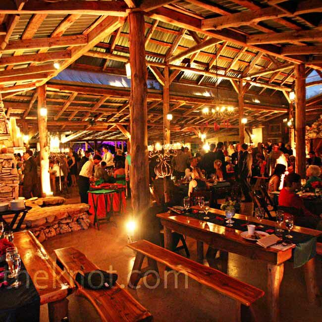 Romantic amber lighting gave the large pavilion space a warm and cozy atmosphere.