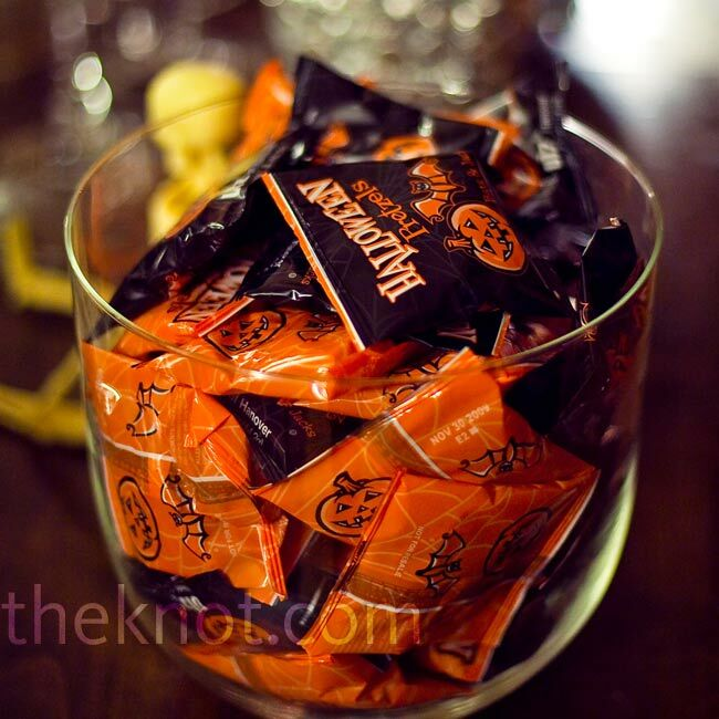 It wouldn't be a Halloween wedding without a huge candy bar, and Erica and Mike didn't disappoint.