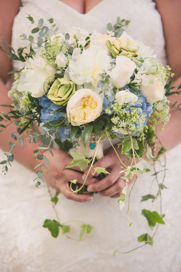 Jenna carried a lush, loose bouquet with ivory roses and garden roses, white peonies, blue hydrangeas, Queen Anne's lace and ivy.