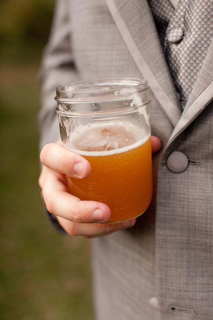 The couple's favorite beers were served in Mason jars.