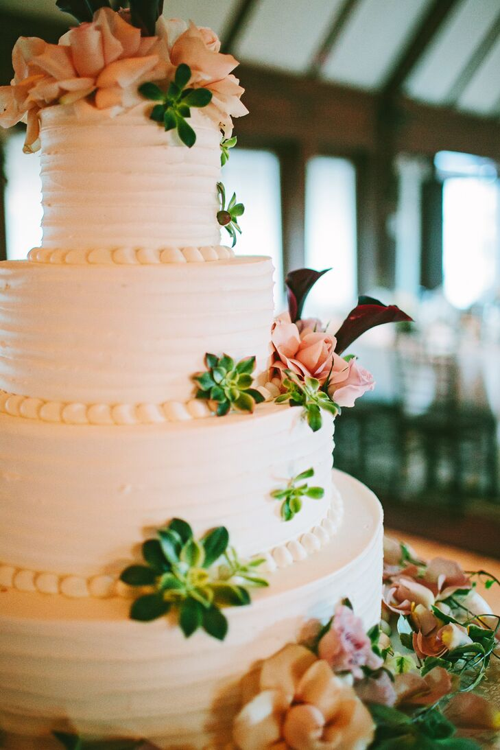 """Because Elaine and Shaun's vanilla buttercream cake had a """"rustic"""" texture, the florist added fresh flowers to dress it up."""