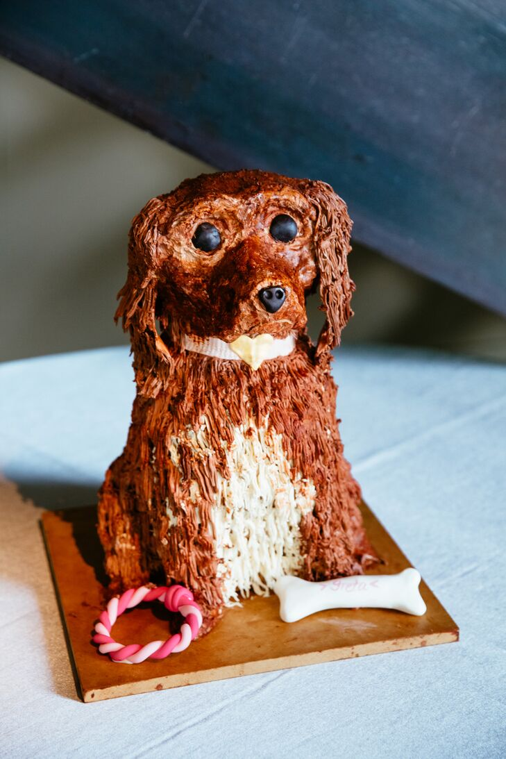 Kate and Jordan asked the bakers at Sugar Flower Bake Shop to whip up a chocolate-and-raspberry groom's cake in the likeness of their dog, Greta.