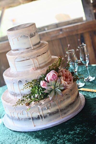Malinalli Wedding Cakes & Dessert Tables