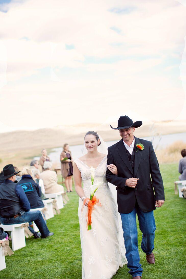 8d90775f756 An Outdoor, Country-Western Wedding in Valentine, NE