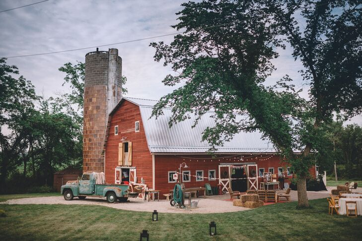 Rustic Red Barn Reception