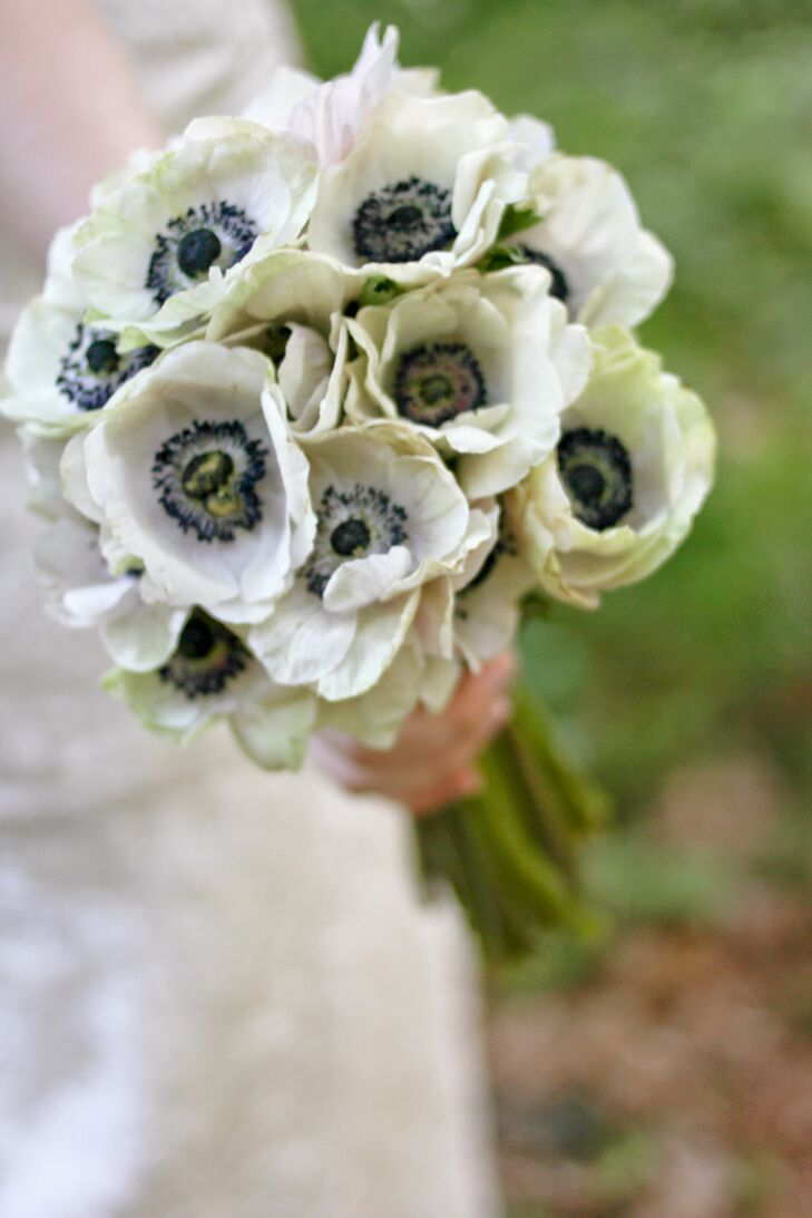 Brittany carried a simple bouquet of white anemones with navy blue centers.