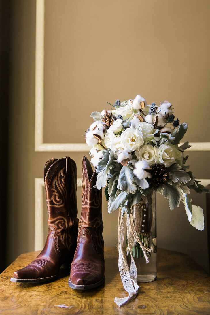 Bouquet with Roses, Cotton and Dusty Miller