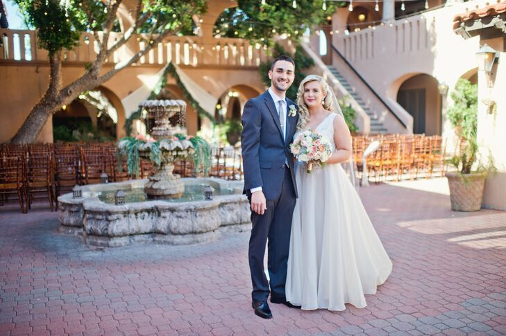 A shared love of the desert shone radiated through Liz Hudson (25 and a marketing professional) and Mark Haley's (31 and a corporate trainer) Phoenix,