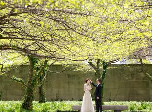 Ashleigh and Jeff met at Loyola University in Chicago, so it was only fitting that they get married in the windy city. The day was full of vibrant flo