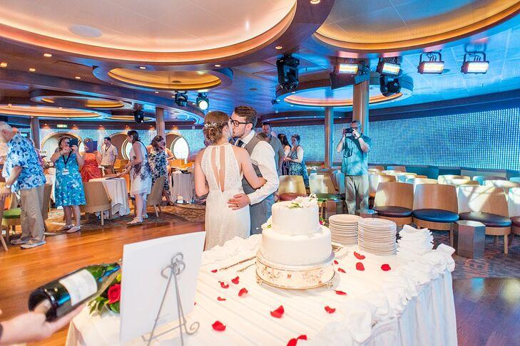 Disney Cruise Wedding.Wedding Cake On Disney Cruise