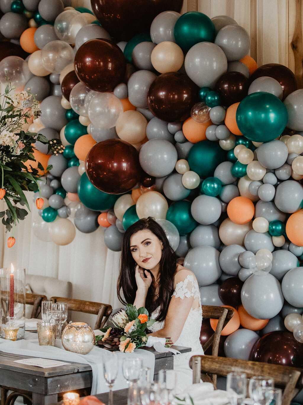 Light grey and maroon balloon wall