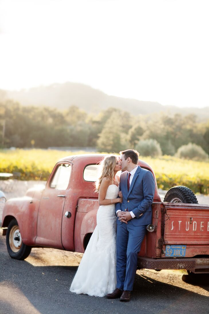 Lindsay Scheel (32 and works in fundraising) and Andy Kalyvas's (26 and a record label producer) fall wedding in Glen Ellen, Calif. was the picture of