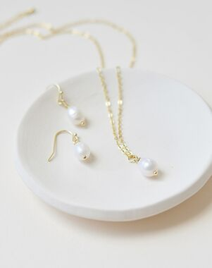 Dareth Colburn Simple Pearl Drop Jewelry Set (JS-1696) Wedding Necklace photo