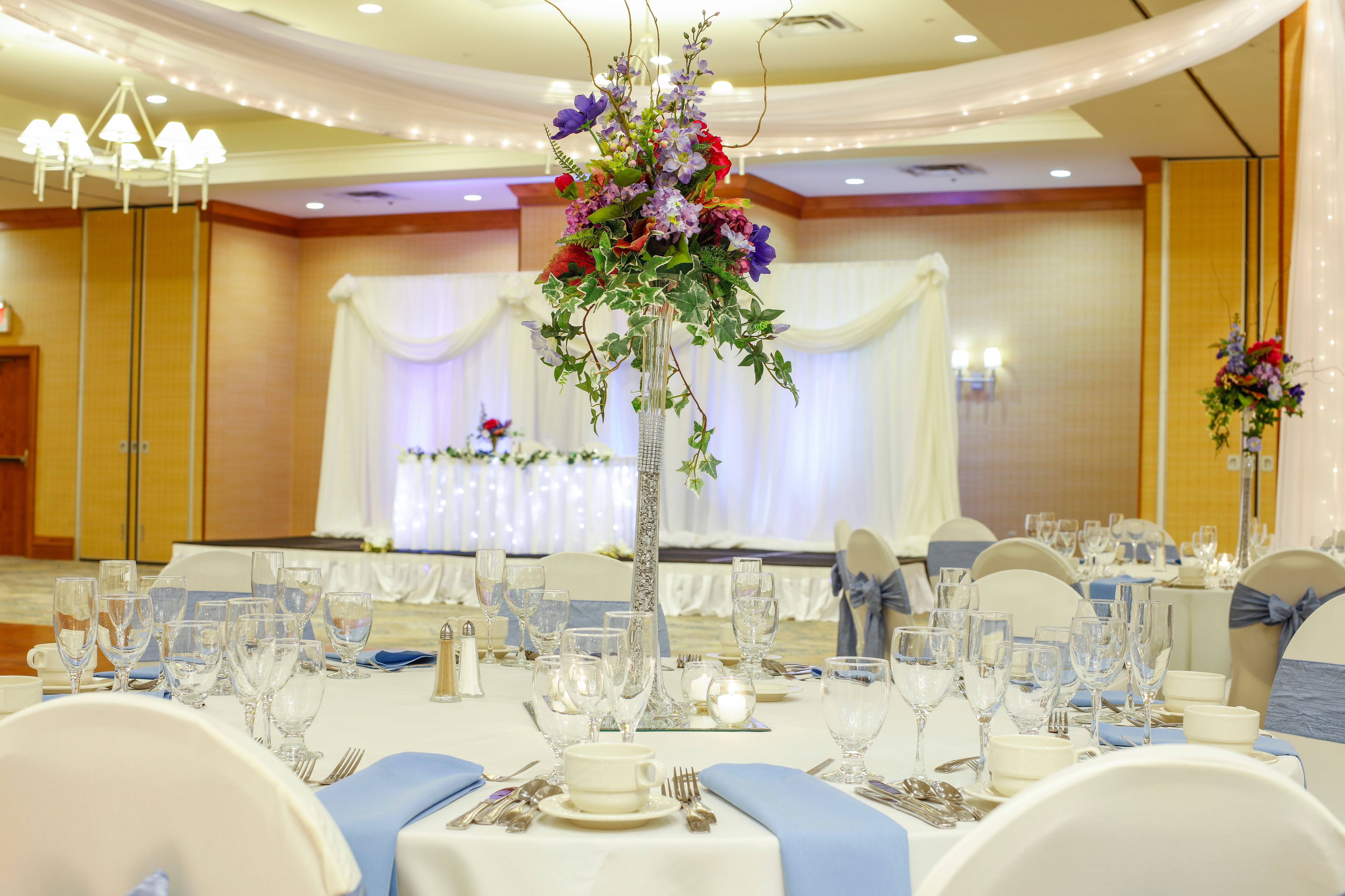 Wedding reception venues in rochester ny the knot doubletree by hilton hotel rochester junglespirit Image collections