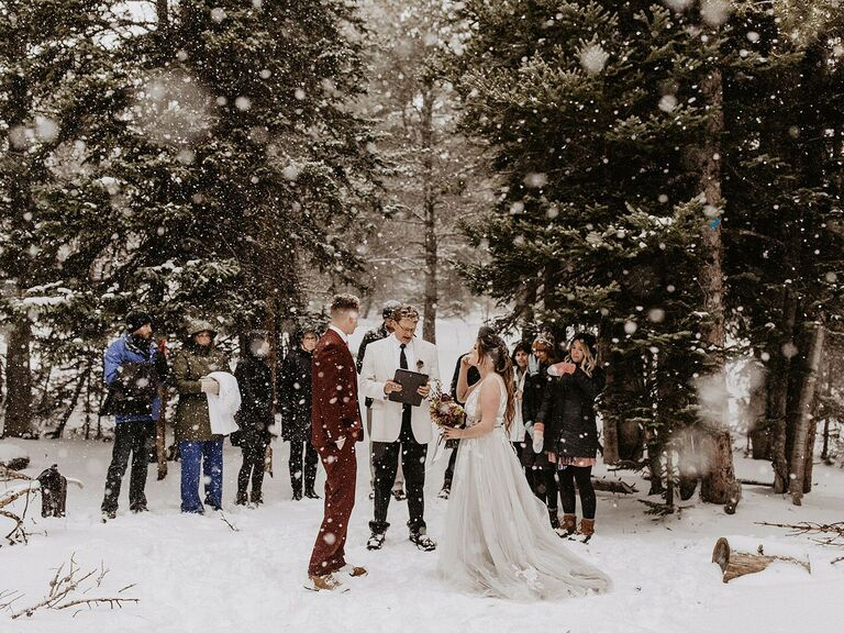 Friluftsliv wedding couple getting married on snowy mountain