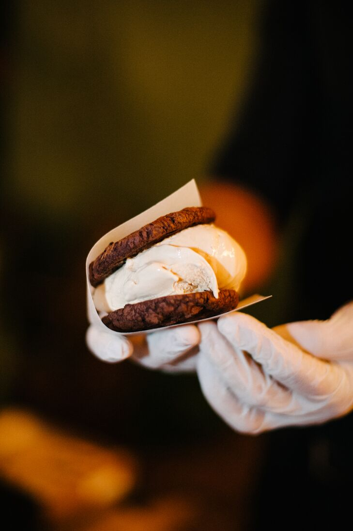 An ice cream sandwich station was arranged at the reception, where guests could order their choice of cookies paired with their favorite ice cream, provided by Coolhaus.