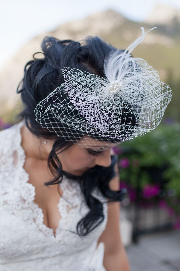 Nicole wore a white birdcage fascinator decorated with white feathers, which perfectly match her vintage lace halter wedding dress.