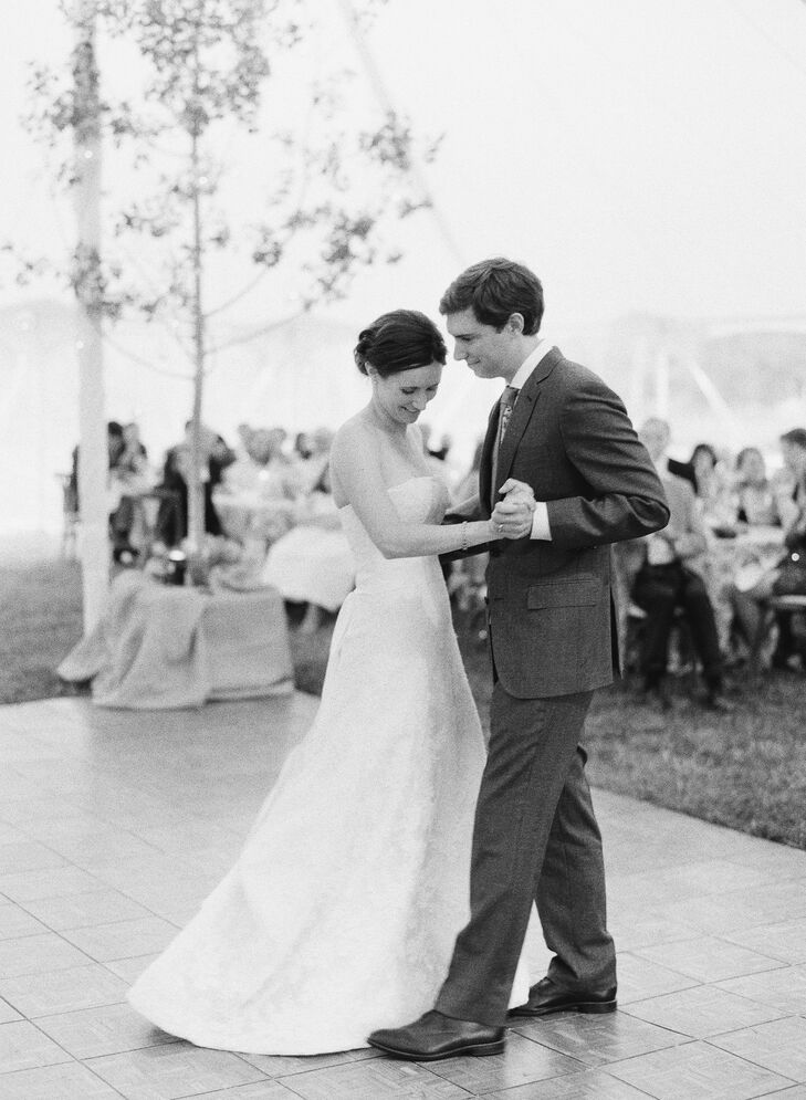 As a couple that loves the outdoors, Anna and Alex knew they wanted an wedding with a scenic backdrop and natural elements. The venue gave the outdoor