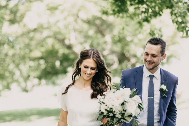 Florence Wright (31 and a clinical social worker) and Nick Evans (33 and a hydrologist) chose a nature-inspired palette and plenty of greenery for the