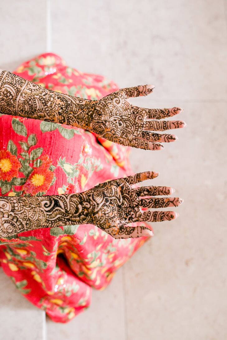 Elegant and Traditional Henna for Hindu Ceremony