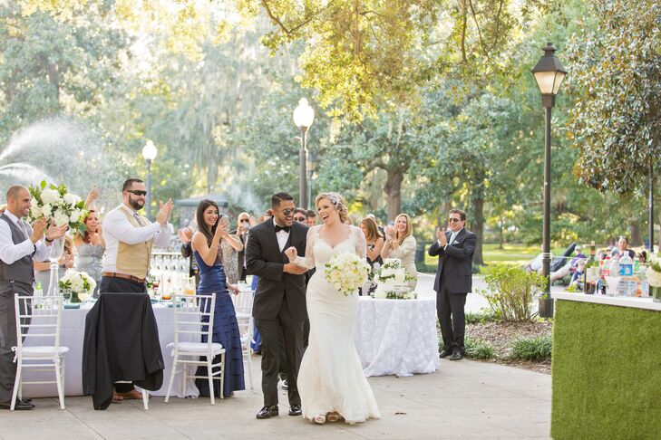 During their park reception, the newlyweds danced to Fuera de Este Mundo by Franco de Vita.