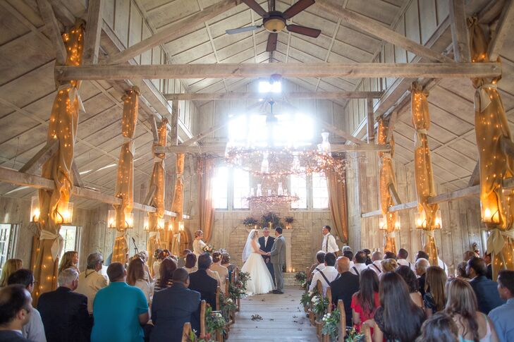 The day started with an intimate ceremony in the Union Hill Inn chapel. With its exposed wooden beams, rustic stone fireplace and wood paneled floors, the light-filled space offered a warm, inviting atmosphere for the couple to celebrate with family and friends.