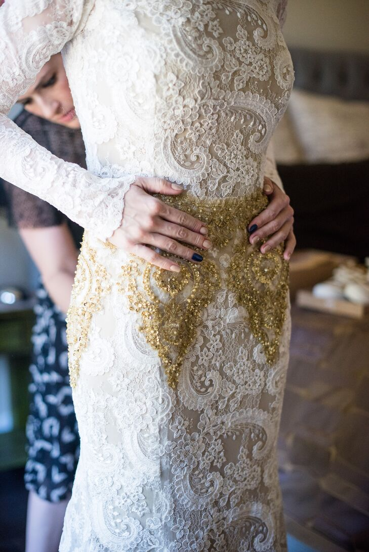 Honoring Hindu tradition, which reserved all-white clothing for funerals, Jessica custom-designed a gold and ivory dress. The gown was overlaid with ornate hand-dyed lace from France, and its warm gold beading was embroidered in London, England.