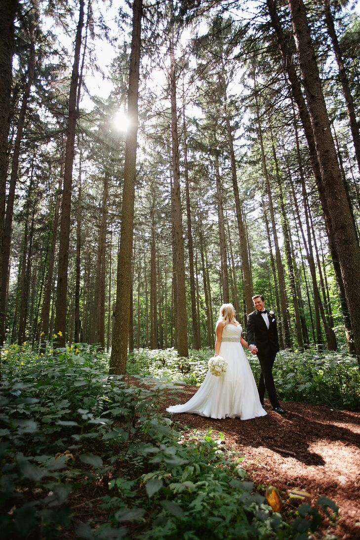 Sarah and Stephen planned a timeless affair with a base of navy blue and accents of white, silver and gold.