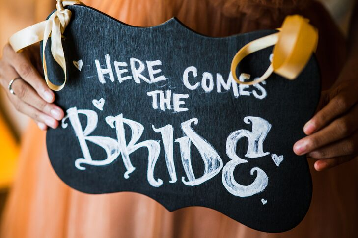 DIY Here Comes the Bride Sign