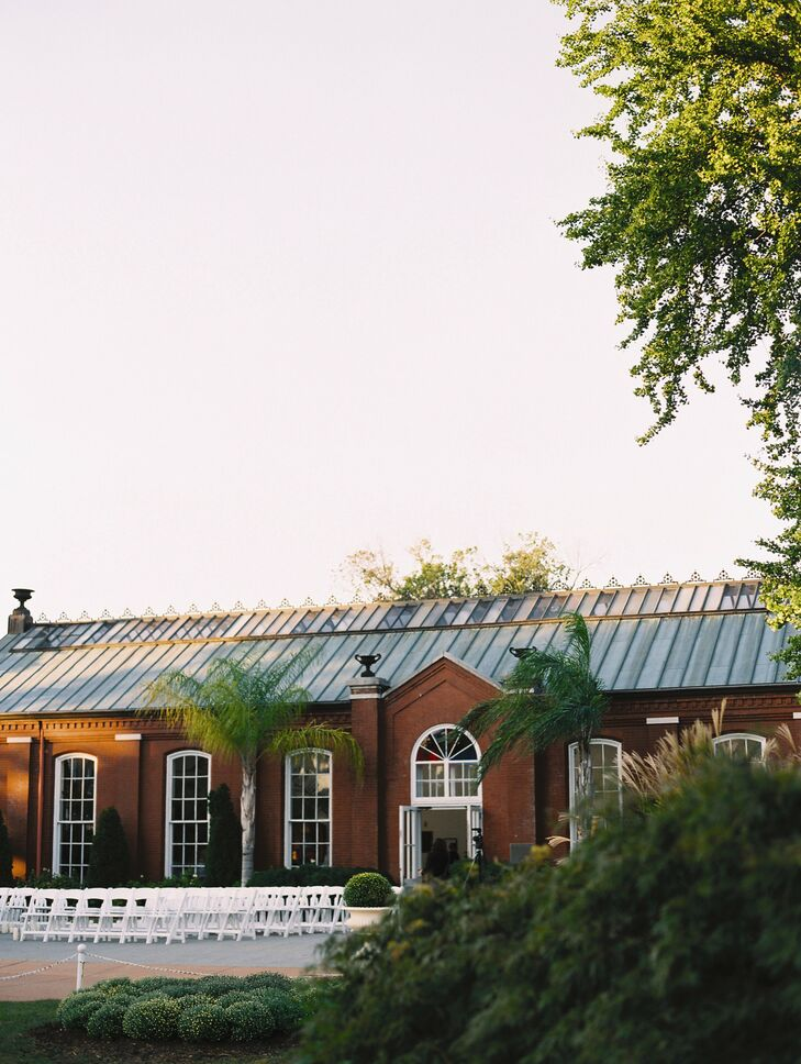 Eve and Edward wanted their reception site to honor their family heritage in St. Louis, as well reflect their personal style. The Piper Palm House was the perfect choice--built in the late 1800s, the location was set in nature, with an clean and classically elegant look that complimented the couple's aesthetic perfectly.