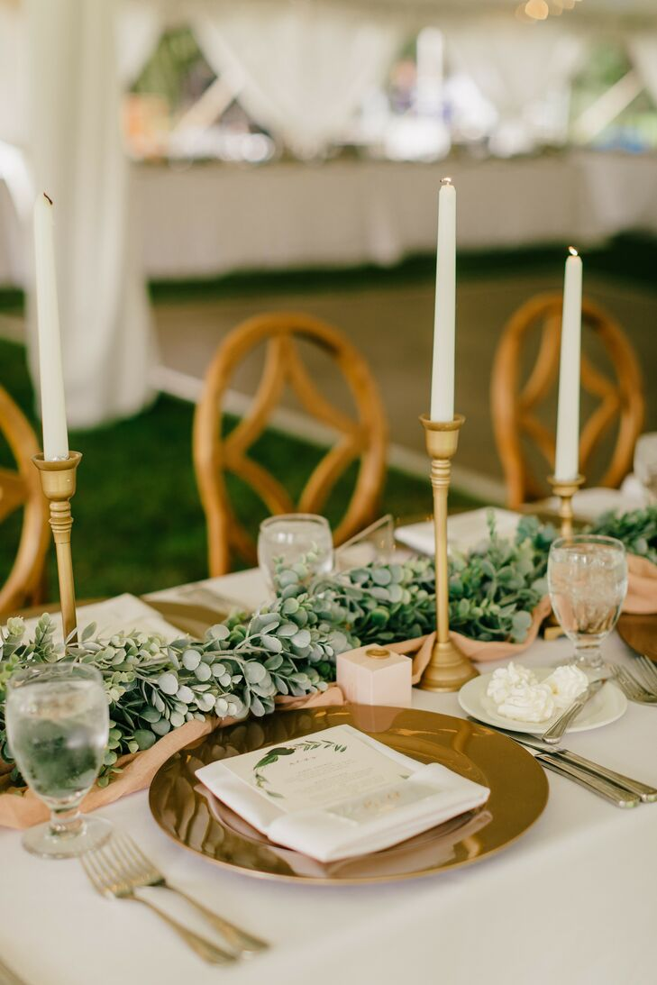 Regal, Classic Reception Table with Greenery