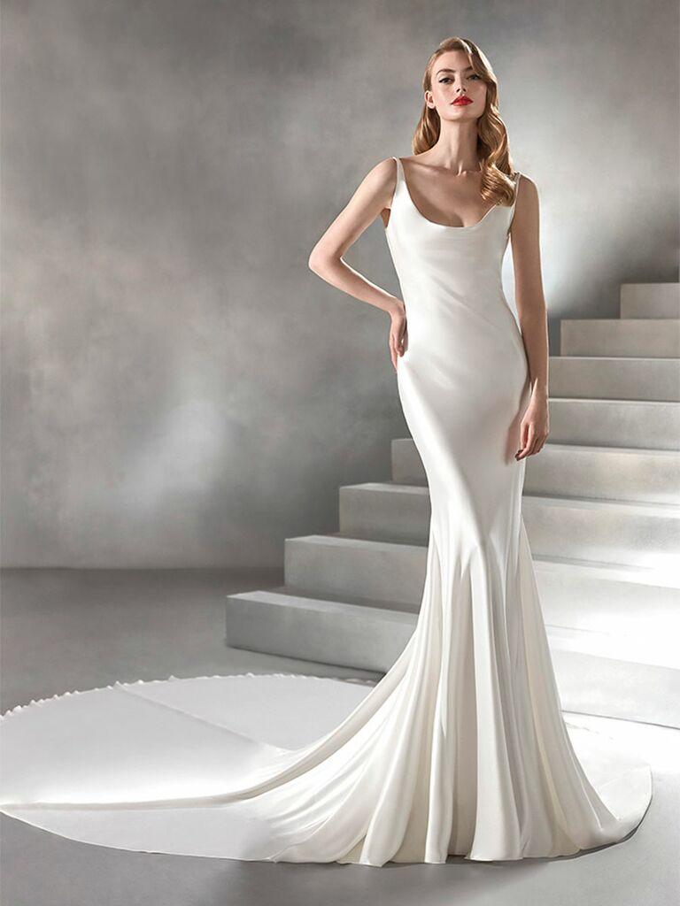 Atelier Provonias wedding dress scoop-neck trumpet gown