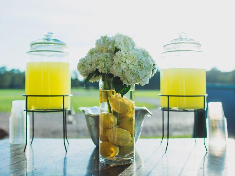 Large-batch lemon cocktail