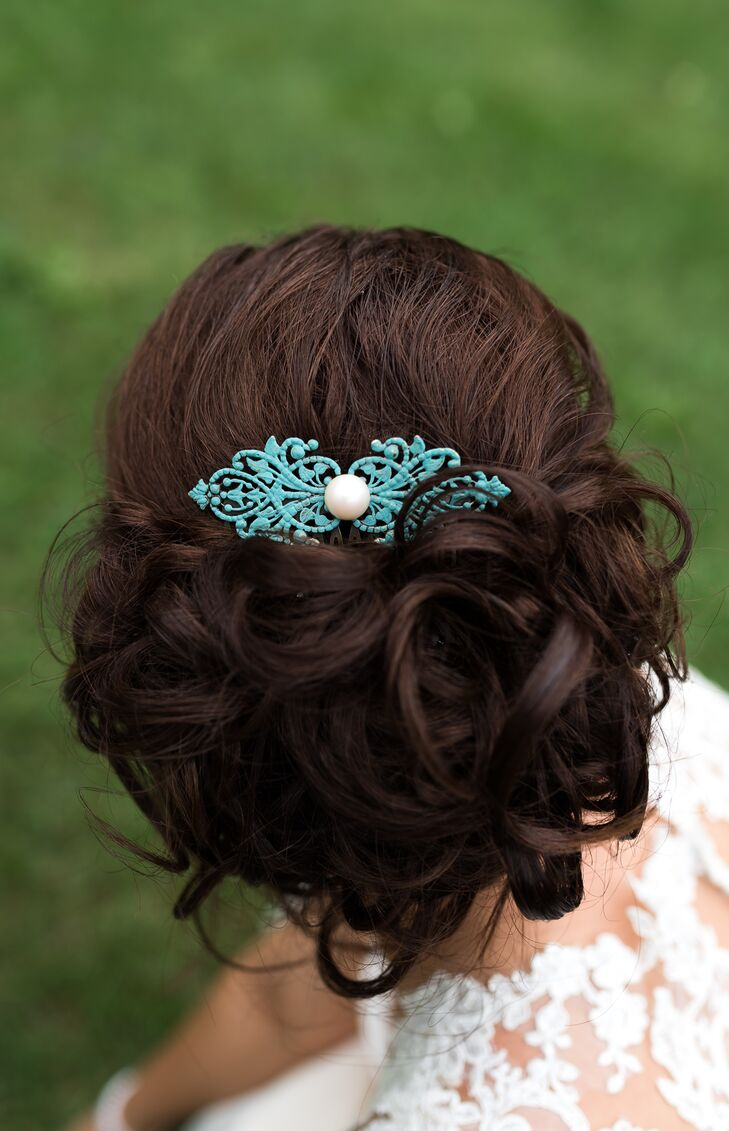 Instead of a veil that would have covered the back of her dress, obstructing the details she loved so much, Sarah chose a simple teal hair comb. (Also going with the vintage look.)