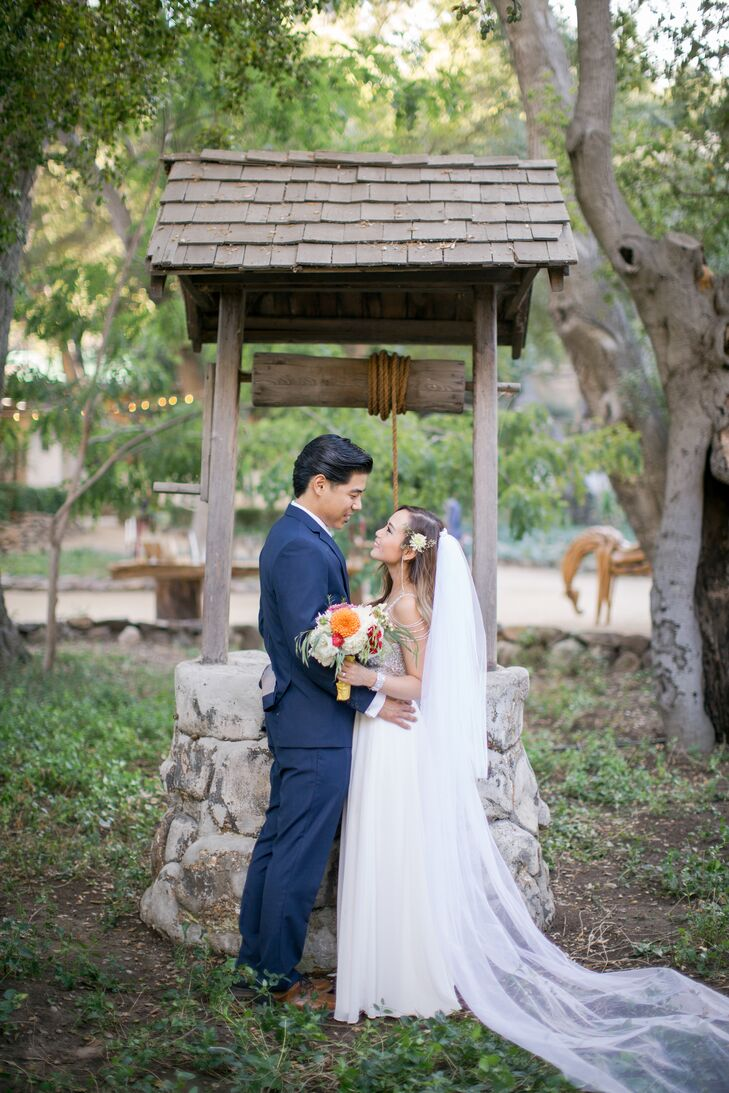 For their wedding, Lisa Vang (32 and a fashion designer) and Scott Sakakura (27 and a mechanical engineer) were drawn to the privacy and natural beaut