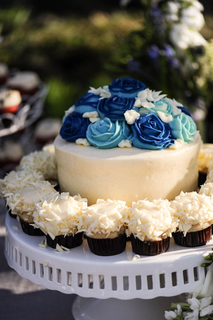White Cupcakes Surrounded Blue Frosted Rose Cake