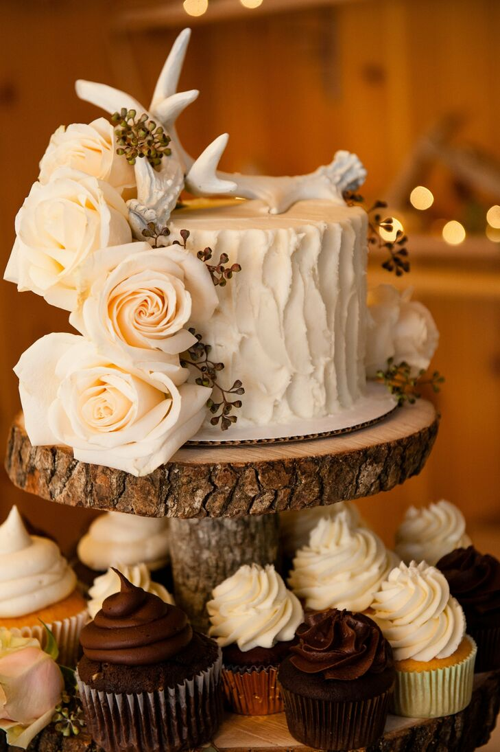 Keeping with the hunting theme, the couple's buttercream was sculpted to look like tree bark and was topped with antlers.